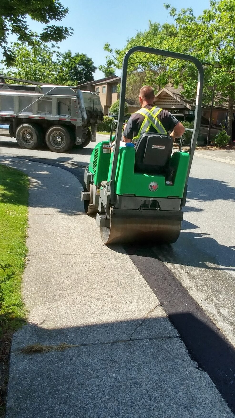 Asphalt curbing